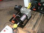 Elektryczna wciągarka linowa 150mb (siła uciągu: 190/130kg, moc: 0,75kW 400V) 28876678