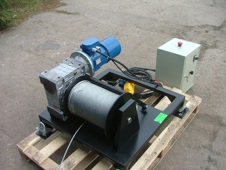 DOSTAWA GRATIS! 28870081 Elektryczna wciągarka z liną o średnicy 8mm (długość liny: 85m, siła uciągu: 1250 kg, moc: 3kW 400V)